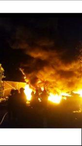 Kebakaran gudang rosok di Desa Waru, Rembang, Rabu malam.