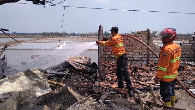 Ditinggal Ke Balai Desa, Warung Ludes Terbakar