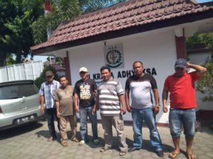 Warga Desa Labuhan Kidul, Kecamatan Sluke mengadu ke Kejaksaan Negeri Rembang, terkait dengan penggunaan dana desa untuk proyek jalan rabat beton.