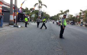 Anggota Satlantas Polres Rembang dipimpin Kasat Lantas, AKP Roy Irawan menggelar olah TKP kecelakaan di Jl. Pemuda Rembang, Rabu sore.