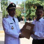Bupati Rembang, Abdul Hafidz menyerahkan keputusan remisi kepada Napi Rutan Rembang, Jum'at (17/08).