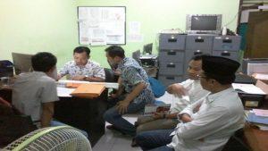 Nur Hasan (berpeci), melayangkan permohonan sengketa setelah dinyatakan tidak memenuhi syarat menjadi Caleg. Sengketa diterima Panwas Pemilu Kabupaten Rembang.