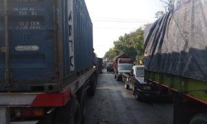 Jalur Pantura Lasem mengalami kemacetan cukup parah, Selasa pagi, karena berlangsung kegiatan karnaval.