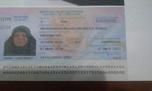 Paspor jemaah calon haji, Muawanah. Wanita yang tergabung pada Kloter 63 ini meninggal dunia, sebelum masa keberangkatan.