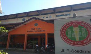 Lokasi kampus Undip, sementara menumpang di gedung PGRI Rembang.