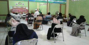 Suasana seleksi tes tertulis untuk mendapatkan beasiswa kuliah gratis ke Universitas Al-Ahgaf Yaman, hari Kamis (02/08). Tes berlangsung di Ponpes Kauman Lasem.