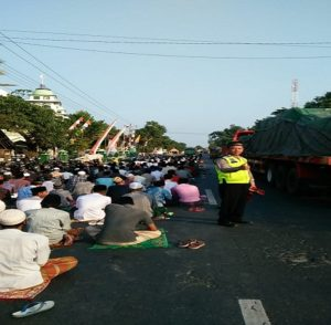 Suasana sholat i'ed di Masjid Desa Plawangan dan Balongmulyo, Kecamatan Kragan, Rabu pagi.
