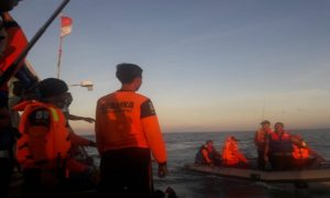 Anggota Ubaloka saat membantu Tim SAR Pemkab Rembang, mencari korban tenggelam di laut, belum lama ini.