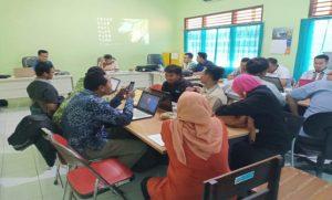Jajaran Bawaslu Kabupaten Rembang menggelar proses rekap data pemilih yang tidak memenuhi syarat.