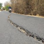 Retakan yang membahayakan di jalan Dusun Nganguk, Desa Gunungsari, Kecamatan Kaliori.