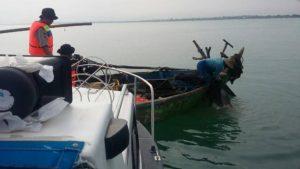 Aparat gabungan di Rembang ketika menggelar operasi di tengah laut, belum lama ini.