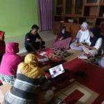 Suasana pelatihan bagi industri rumahan di Desa Pasar Banggi, Rembang, belum lama ini.