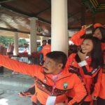 Atlet Porprov Kabupaten Rembang berfoto selfie, sebelum diberangkatkan dari Pendopo Museum Kartini, Jum'at pagi (19/10/2018).