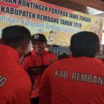 Atlet Porprov berpamitan dengan Ketua Umum KONI Kabupaten Rembang, di Pendopo Museum Kartini, Jum'at (19/10).