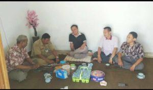 Pertemuan Ketua Komisi D DPRD, Henri Purwoko (kaos hitam), dengan pengurus FHI Kabupaten Rembang, Selasa (16/10).