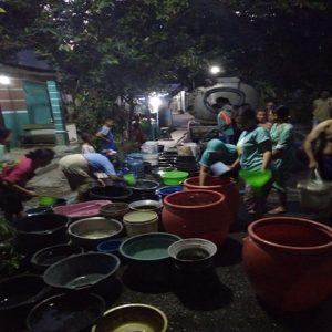 Bantuan air bersih menyasar Desa Bonang, Kecamatan Lasem. (gambar atas) Warga sebuah desa di Kecamatan Sumber mendapatkan bantuan air dari UPK setempat.