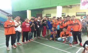 Pengurus KONI, Pengcab Muay Thai dan atlet dari Kabupaten Rembang foto bareng. (gambar atas) Petarung Muay Thai, Dwi Ani Retno Wulan digendong oleh Wakil Ketua KONI, usai meraih medali emas.