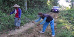 Jalan perbukitan tengah hutan menuju Dusun Ngotoko Desa Pasedan, Kecamatan Bulu akan menjadi sasaran TMMD reguler.