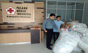 Pakaian pantas pakai hasil sumbangan dari masyarakat, menumpuk di Sekretariat PMI Kabupaten Rembang.