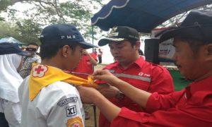 Pelantikan anggota PMR. (gambar atas) Ketua PMI Kabupaten Rembang, Bayu Andriyanto bergoyang maumere bersama PMR di Taman Kartini, Minggu pagi.