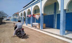 Deretan ruko di kawasan rest area Desa Binangun, Kecamatan Lasem.