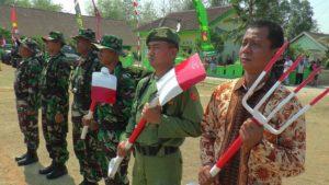 Pembukaan TMMD Reguler, Senin pagi (15/10). (gambar atas) Bupati Rembang dan Wakil Gubernur Jawa Tengah saat berada di rumah warga Dusun Ngotoko.
