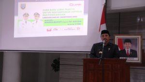 Bupati Rembang, Abdul Hafidz dengan latar belakang peluncuran aplikasi baru, WADULBUPATI.