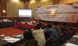 Suasana rapat koordinasi Bawaslu bersama lintas sektoral dan pengurus partai politik di Hotel Fave Rembang, Selasa (27/11).