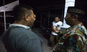 Bupati Rembang, Abdul Hafidz (mengenakan peci) saat berdialog dengan warga.