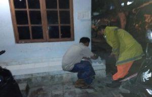 Petugas pemadam kebakaran Pemkab Rembang meminta tanda tangan Kepala Desa Kebloran, Kecamatan Kragan. (gambar atas) Kepala Bidang Linmas Dan Damkar Satpol PP, Wiyoto melapor ke Satreskrim Polres Rembang, Senin pagi.