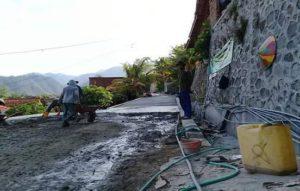 Pemakaian dana desa untuk pembangunan jalan kampung di Kabupaten Rembang.