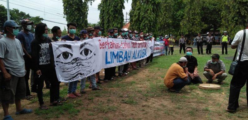 Massa Datangi Gedung DPRD Protes Pencemaran, Ancam Penyegelan