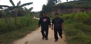 Jalan di Desa Kajar Kecamatan Gunem, sebagian besar masih berupa tanah berbatu.