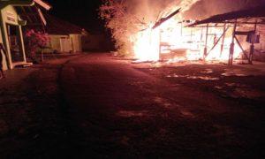Kebakaran rumah penjaga sekolah di Madrasah Mualimin Mualimat Rembang, Selasa malam (20/11).