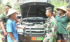Mobil milik Batalyon Infanteri 410/Alugoro yang disiagakan untuk membantu kegiatan TMMD di Dusun Ngotoko, Desa Pasedan, Kecamatan Bulu.