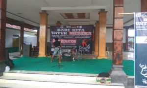 Suasana panggung musik dan olah TKP aparat Polsek Sulang.