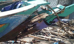 Kondisi perahu milik nelayan Desa Gegunung Wetan, Rembang yang ditabrak kapal mini pursesine, Kamis dini hari.