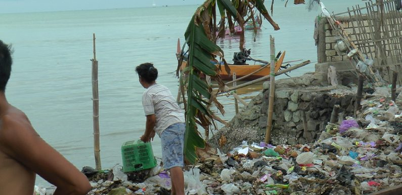 Kumuhnya Pantai Utara Rembang, Kesadaran Warga Bikin Miris