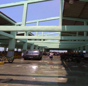 Kerusakan TPI kapal cantrang di Pelabuhan Tasikagung, Rembang, akibat diterjang angin puting beliung.