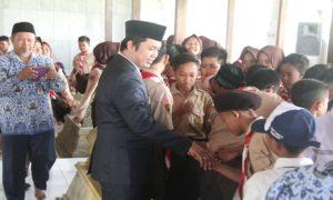 Wakil Bupati Rembang, Bayu Andriyanto memperingati Hari Pahlawan dengan berziarah ke makam RA. Kartini, Sabtu pagi.