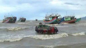 Cuaca buruk di pesisir pantai utara Rembang.