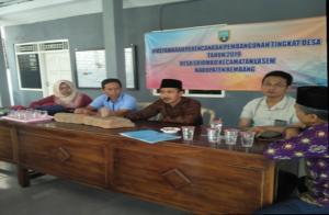 Anggota DPRD Rembang datang ke Balai Desa Sriombo, Kecamatan Lasem, terkait temuan patung kepala Budha.