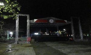 Panggung untuk live music berdiri di area Taman Rekreasi Pantai Kartini Rembang. (facebook).