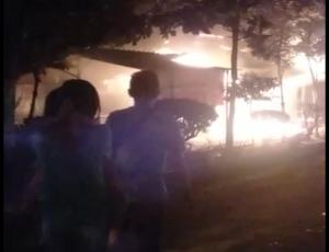 Kebakaran warung di pinggir Jl. Pemuda Rembang, Rabu malam.