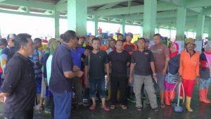 Nelayan cantrang Kab. Rembang yang tergabung dalam Asosiasi Nelayan Dampo Awang Bangkit siap mendukung Pemilu damai dan bebas hoax, Minggu pagi (20/01).