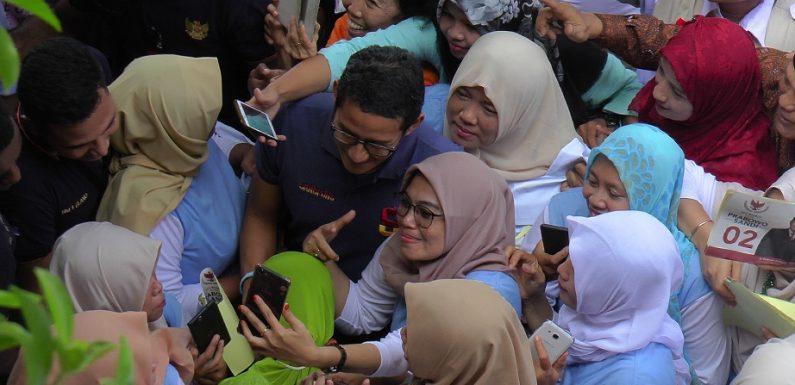 Sandiaga Uno Dipeluk & Dicium Pemulung Saat Kunjungi Pasar Rembang, Lhah Kok Bisa ?