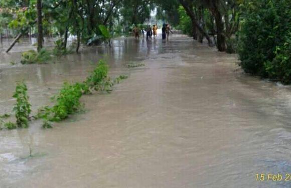 Banjir Rendam Permukiman Dan Menutup Jalan, Warga Usulkan Dua Solusi