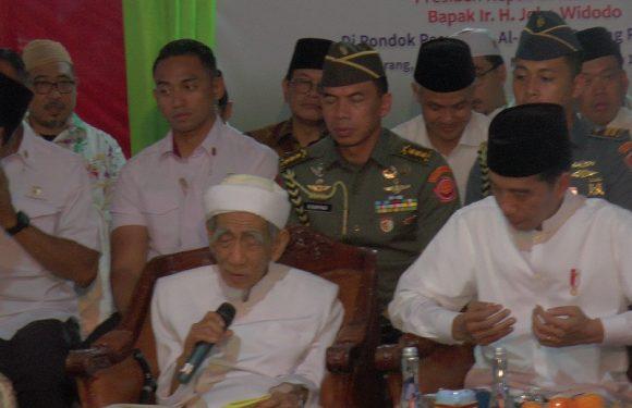 Kunjungan Jokowi : Menyebut Nama Prabowo Dalam Do'a, Sosok Ini Yang Membisiki Kiai Maimoen Sebelum Akhirnya Diluruskan