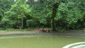Air kolam renang di Taman Wisata Alam Sumber Semen Sale terlihat keruh, Sabtu (09/02).