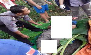 Korban meninggal dunia usai dievakuasi. (Gambar atas) Kondisi TKP kecelakaan di Desa Mantingan Kecamatan Bulu. Mobil Espass pickup kondisinya ringsek, setelah tabrakan beruntun, Senin sore (25/02).